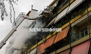 Συναγερμός για μεγάλη φωτιά σε διαμέρισμα στη Νέα Σμύρνη: Στο νοσοκομείο δύο άτομα