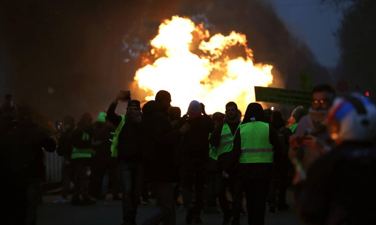 «Φωτιά» βάζουν ξανά στο Παρίσι τα «κίτρινα γιλέκα»: Σφοδρές συγκρούσεις (Pics+Vids)