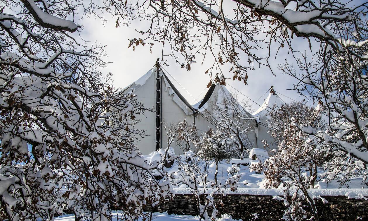 O χιονισμένος ναός του Επικούριου Απόλλωνα: Ένα μνημείο που πρέπει να επισκεφθείτε