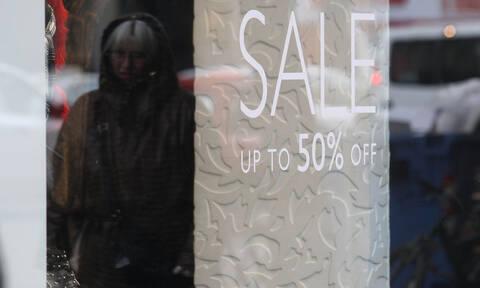 Χειμερινές εκπτώσεις: Τι ώρα θα κλείσουν σήμερα Κυριακή (20/1) τα καταστήματα