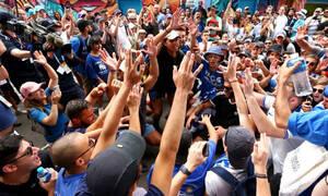 Μελβούρνη: Έμειναν έξω από το γήπεδο οι Έλληνες - Συνθήματα και τραγούδια για Τσιτσιπά, Μακεδονία