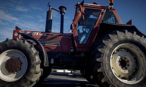 Διαμαρτυρία για τη Συμφωνία Πρεσπών: Αγρότες έκλεισαν τον δρόμο προς τον συνοριακό σταθμό Ευζώνων