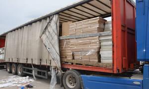 Πάτρα: Νταλίκα «έκρυβε» 370.000 πακέτα λαθραίων τσιγάρων
