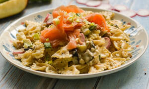 H συνταγή της ημέρας: Φιογκάκια με σολομό και σπαράγγια
