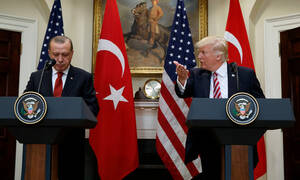 «Άδεια» για να ξεκινήσει τη σφαγή στη Μανμπίτζ ζητά από τον Τραμπ ο Ερντογάν