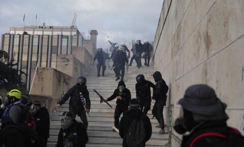 Συλλαλητήριο Μακεδονία: Βίντεο σοκ - Άγριος ξυλοδαρμός αστυνομικού