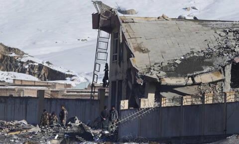 Μακελειό στο Αφγανιστάν: Πάνω από 100 νεκροί σε επίθεση των Ταλιμπάν (pics)
