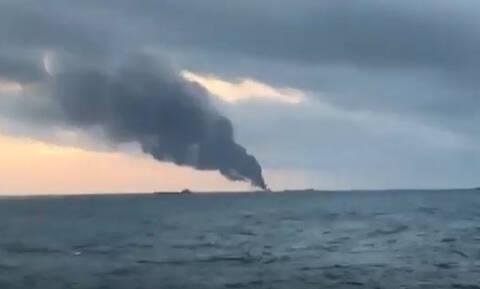 Εκρήξεις και φωτιά σε δύο πλοία στα στενά του Κέρτς (vids)