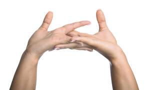 Γιατί «σπάμε» τα δάχτυλά μας; Πώς παράγεται ο ήχος; (pics)