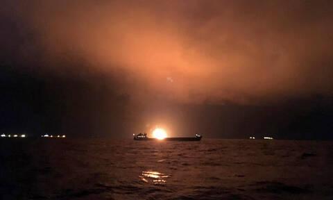 Τουλάχιστον 14 νεκροί σε φλεγόμενα πλοία ανοιχτά της Κριμαίας (pics)