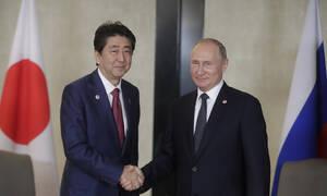 Путин обсудит с Абэ тему мирного договора и развитие сотрудничества
