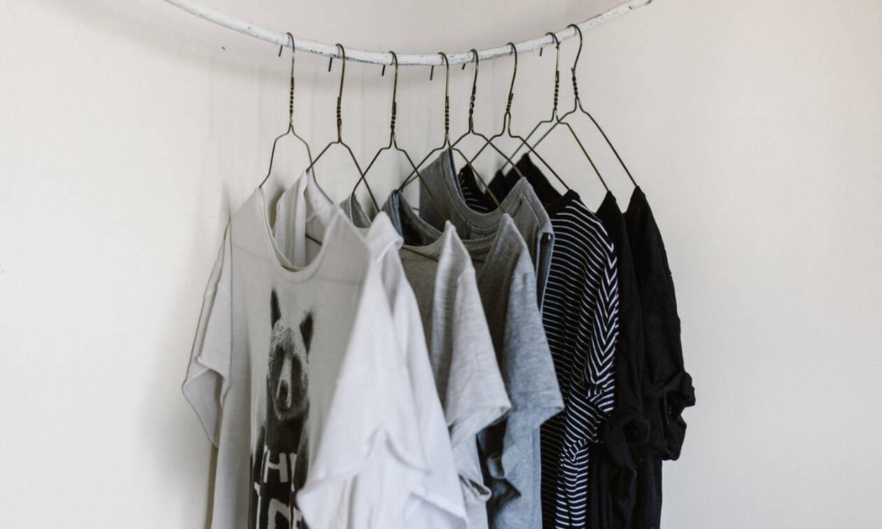 Πώς θα κάνεις ένα παλιό t-shirt να δείχνει σαν καινούργιο