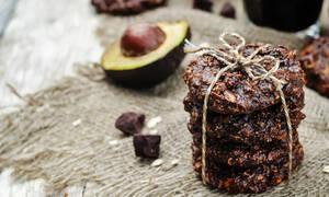 Τα πιο νόστιμα και υγιεινά avocado cookies είναι αυτά! Δείτε πώς θα τα φτιάξετε (vid)