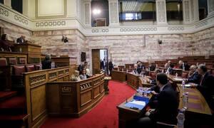 Live – Συμφωνία των Πρεσπών: Μεταφρασμένο το Σύνταγμα των Σκοπίων ζητά η ΝΔ