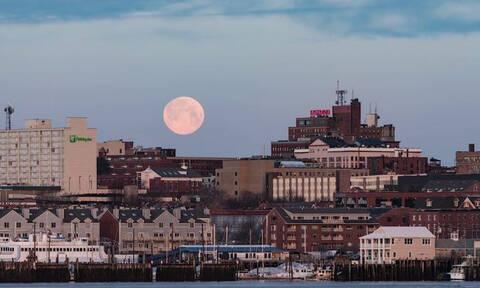Το εντυπωσιακό φεγγάρι του Πόρτλαντ μέσα από ένα timelapse βίντεο