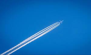 «Θρίλερ» στον αέρα: Συνελήφθη άνδρας που κρατούσε ομήρους 69 επιβάτες σε πτήση (vid)