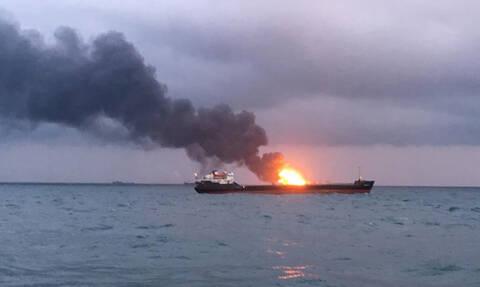 Αυξάνονται δραματικά οι νεκροί από πυρκαγιά σε δύο πλοία ανοιχτά της Κριμαίας