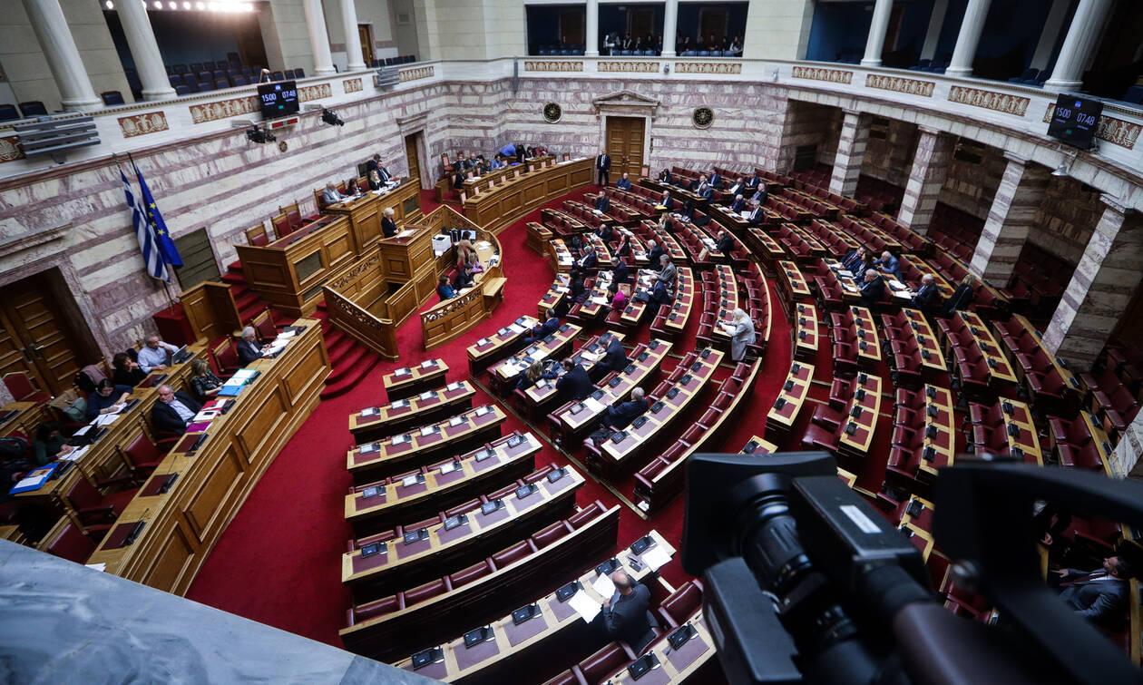 LIVE – Συμφωνία των Πρεσπών: «Αίμα και άμμος» στη Βουλή