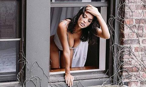Βγήκε γυμνή στο παράθυρο και προκάλεσε... σεισμό! (pics)