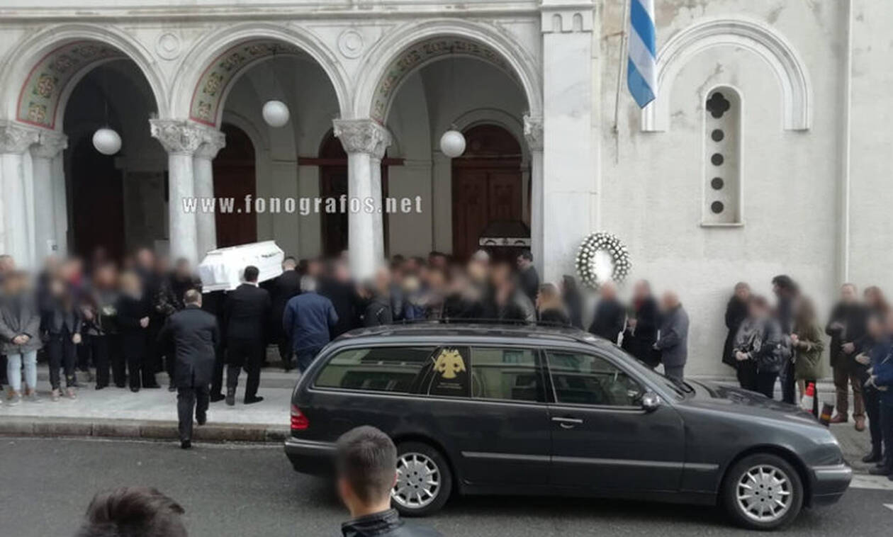 Λαμία: Ανείπωτος πόνος στην κηδεία της 13χρονης μαθήτριας