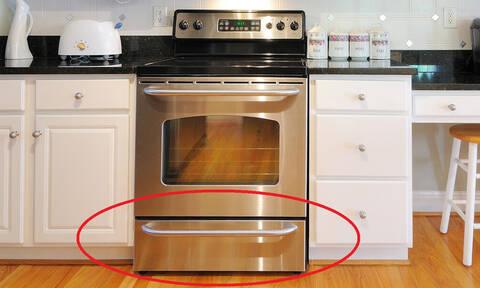 Μην βάζεις ΠΟΤΕ το αλουμινόχαρτο στο συρτάρι του φούρνου!