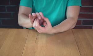 Πανεύκολο: Μάθετε πώς να εξαφανίζετε ένα κέρμα σε 2 λεπτά και τρελάνετε τους φίλους σας!