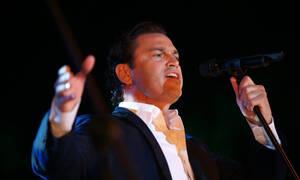 Ο Μάριος Φραγκούλης τραγουδάει για τον έρωτα!