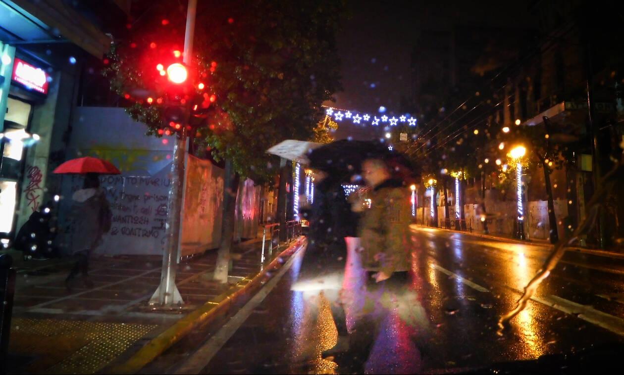 Άνοιξαν οι ουρανοί στην Αττική: Χαλάζι και ισχυρές καταιγίδες σαρώνουν την Αθήνα
