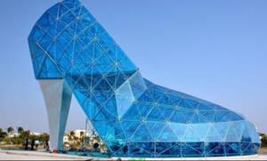 Κι όμως αυτό που βλέπετε είναι μία τεράστια εκκλησία από γυαλί!