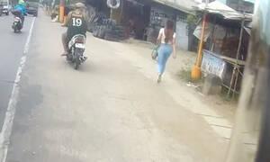 Απίστευτο κάρμα: Οδηγός κοίταξε προκλητικά μια γυναίκα και αμέσως μετά έπεσε! (vid)