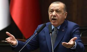 Ξεπέρασε κάθε όριο ο Ερντογάν: «Ειρηνευτική» η εισβολή στην Κύπρο, «ανθρωπιστική» η σφαγή στη Συρία