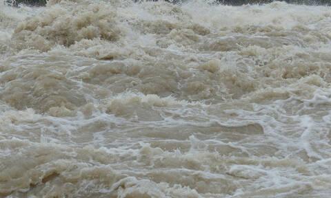 Μυτιλήνη: Πλημμύρες σε πολλές περιοχές- Εγκλωβισμένο ηλικιωμένο ζευγάρι (pics)