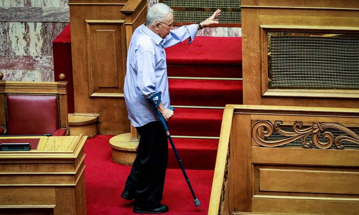 Χωρατατζής ο Ζουράρις: Το αστείο στη Βουλή που… έσπασε τον πάγο!