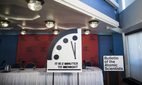 Δύο λεπτά πριν το… τέλος του κόσμου δείχνει το «Ρολόι της Αποκάλυψης»! (vid)