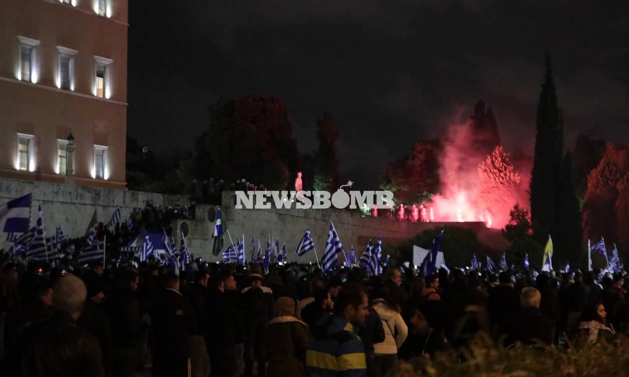 Συλλαλητήριο Σύνταγμα: «Πεδίο μάχης» το κέντρο της Αθήνας (pics+vid)