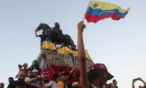 «Φλέγεται» η Βενεζουέλα: 26 νεκροί - Ο Μαδούρο κλείνει τις διπλωματικές αντιπροσωπείες στις ΗΠΑ