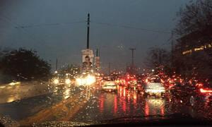 Καιρός LIVE: Σφοδρή καταιγίδα σαρώνει ΤΩΡΑ την Αττική
