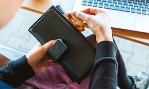 Ανατροπή στο αφορολόγητο: Τι αλλάζει στις αγορές με κάρτες - Ποιοι κινδυνεύουν με φόρο έως 22%