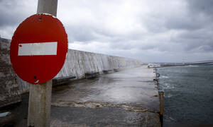 Καιρός: Προβλήματα στις ακτοπλοϊκές συγκοινωνίες - Σε ποια λιμάνια είναι «δεμένα» τα πλοία