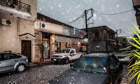 Καιρός: Ο Φοίβος σφυροκοπά ανελέητα τη χώρα - Χαλάζι και καταιγίδες «χτυπούν» την Αθήνα
