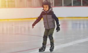 Αγόρι κάνει πατινάζ και δείτε τι παθαίνει! (vid)