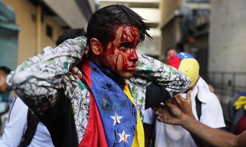 Χάος στη Βενεζουέλα: Στο αίμα πνίγηκε το πραξικόπημα για την ανατροπή του Μαδούρο (Pics+Vids)