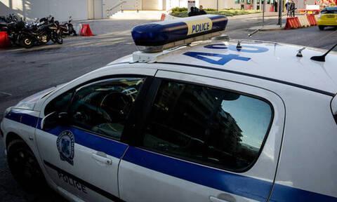 Παραδόθηκε στις Αρχές ο άνδρας που είχε ταμπουρωθεί σε σπίτι στα Εξάρχεια