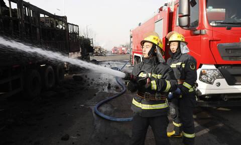 Ισχυρή έκρηξη σε εμπορικό κέντρο στην Κίνα (Vids)