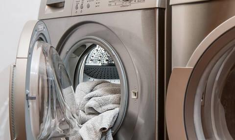 Πουκάμισα, τζιν, t-shirts: Πόσο συχνά χρειάζεται να πλένω τα ρούχα μου;