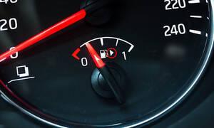 Ήξερες τι σημαίνει ΑΥΤΟ το βελάκι δίπλα στο κοντέρ της βενζίνης!