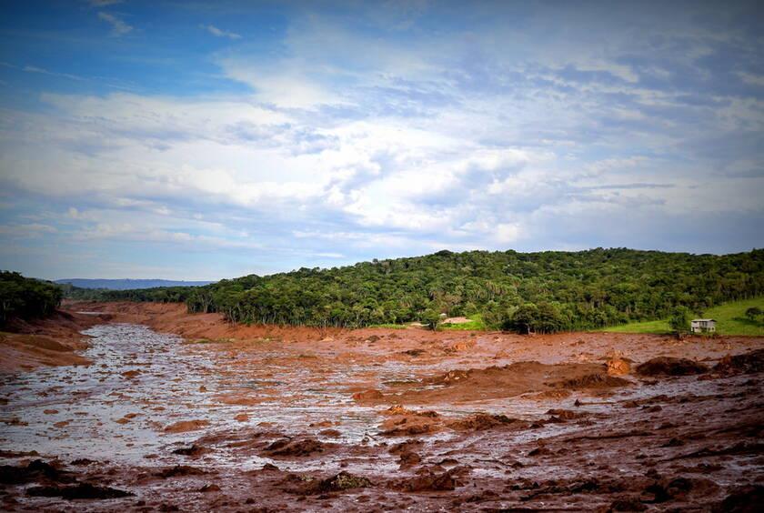 Συγκλονιστική εικόνα: Η λάσπη έχει καλύψει τα πάντα