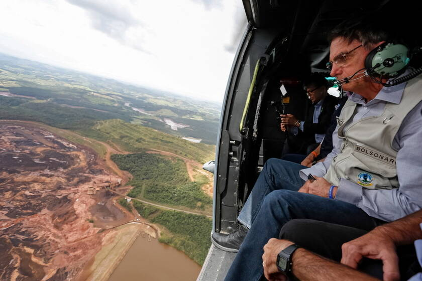 Ο πρόεδρος της Βραζιλίας Μπολσονάρο επιθεωρεί τις πληγείσες περιοχές