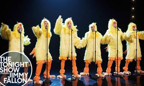 Η αγαπημένη μπάντα των 90s Backstreet Boys, σε ρόλο κότας! (video)