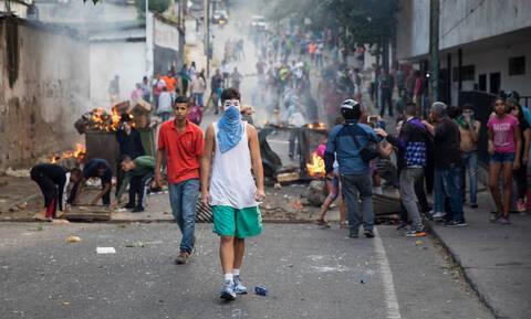Βυθίζεται στο χάος η Βενεζουέλα - «Κύμα» οργής κατά του Μαδούρο (vid)